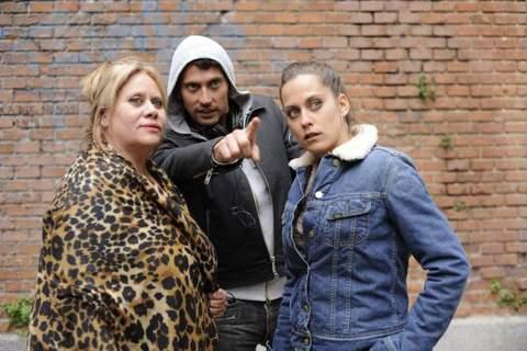 A familia León: Carmina Barrios, Paco León e María León.