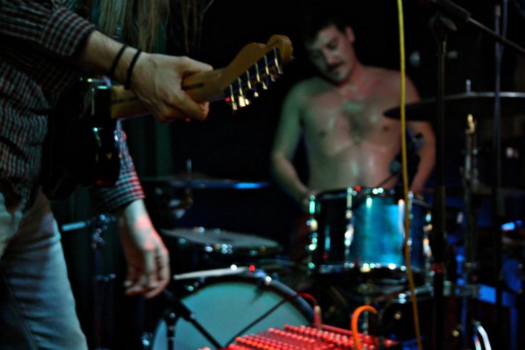 Pau, guitarra, e Edu, batería e suor ©Sara Yáñez