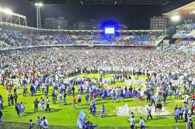 Siareiros consolando ós xogadores tralo partido.Fonte: Faro de Vigo