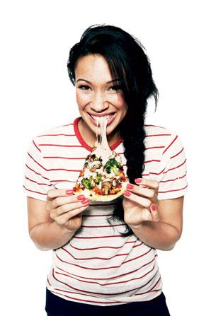 Crítica comiendo pizza@ glamour.com