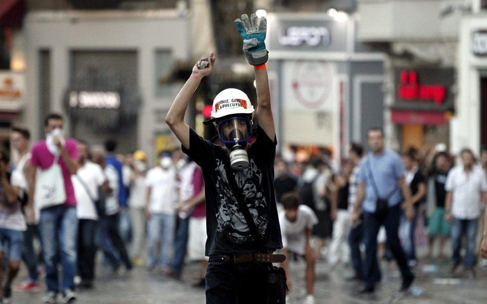 8 de julio - El País. Manifestante
