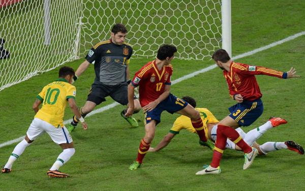 Fred, delantero brasileño, justo antes de marcar el primer tanto del combinado carioca en la final de la Copa Confederaciones 2013 | Fuente: wallpapers.org.es