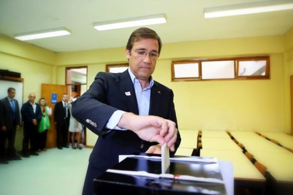 O primeiro ministro, Passos Coelho, exercendo o seu voto o pasado domingo.Fonte: publico.pt