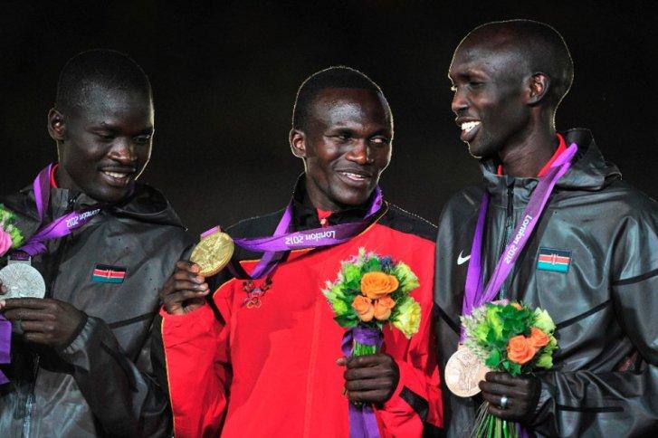 Wilson Kipsang junto a los otros dos medallistas en los Juegos Olímpicos de Londres 2012 | Fuente: Agencia Efe