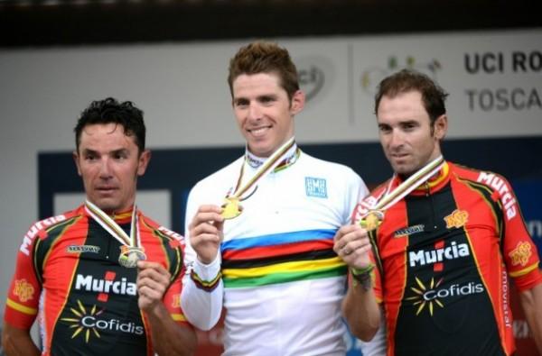 Rui Costa no podio con Joaquim Rodríguez (esq.) e Alejandro Valverde (der.) | www.roadcycling.com