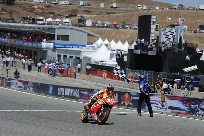 Marc, pasando por meta en primera posición en Laguna Seca | Fuente: soymotero.net