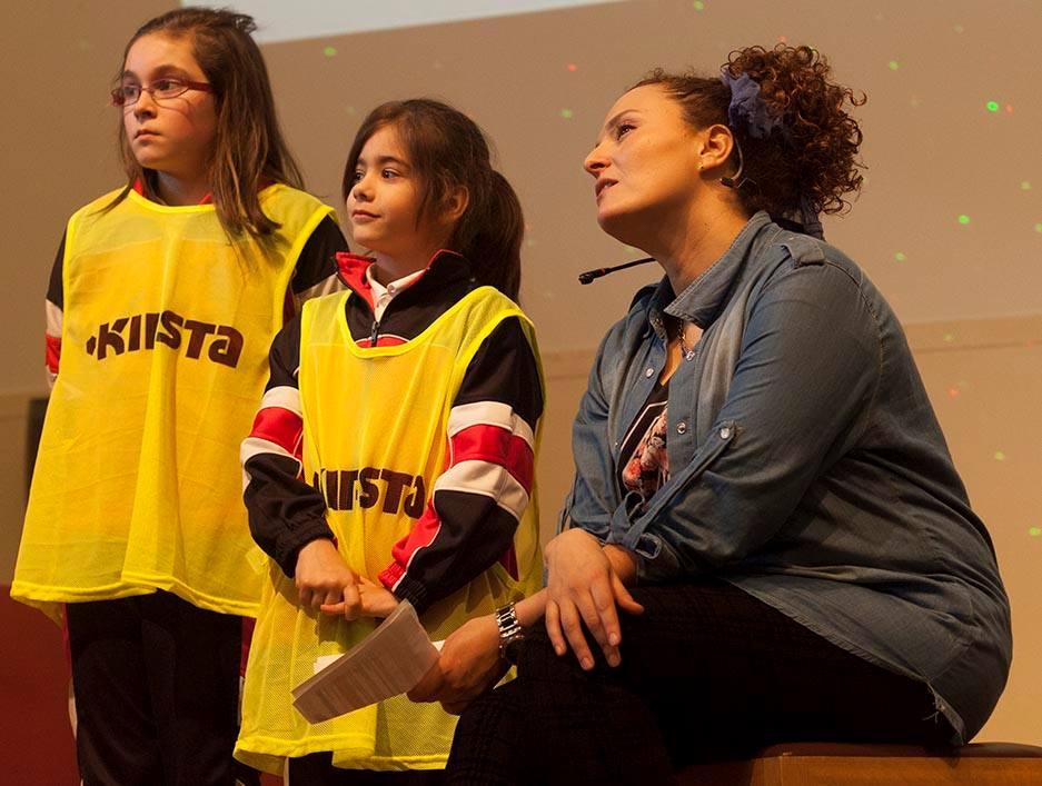 Los niños de los diferentes colegios subían al escenario para presentar sus programas de radio | CampUSCulturae