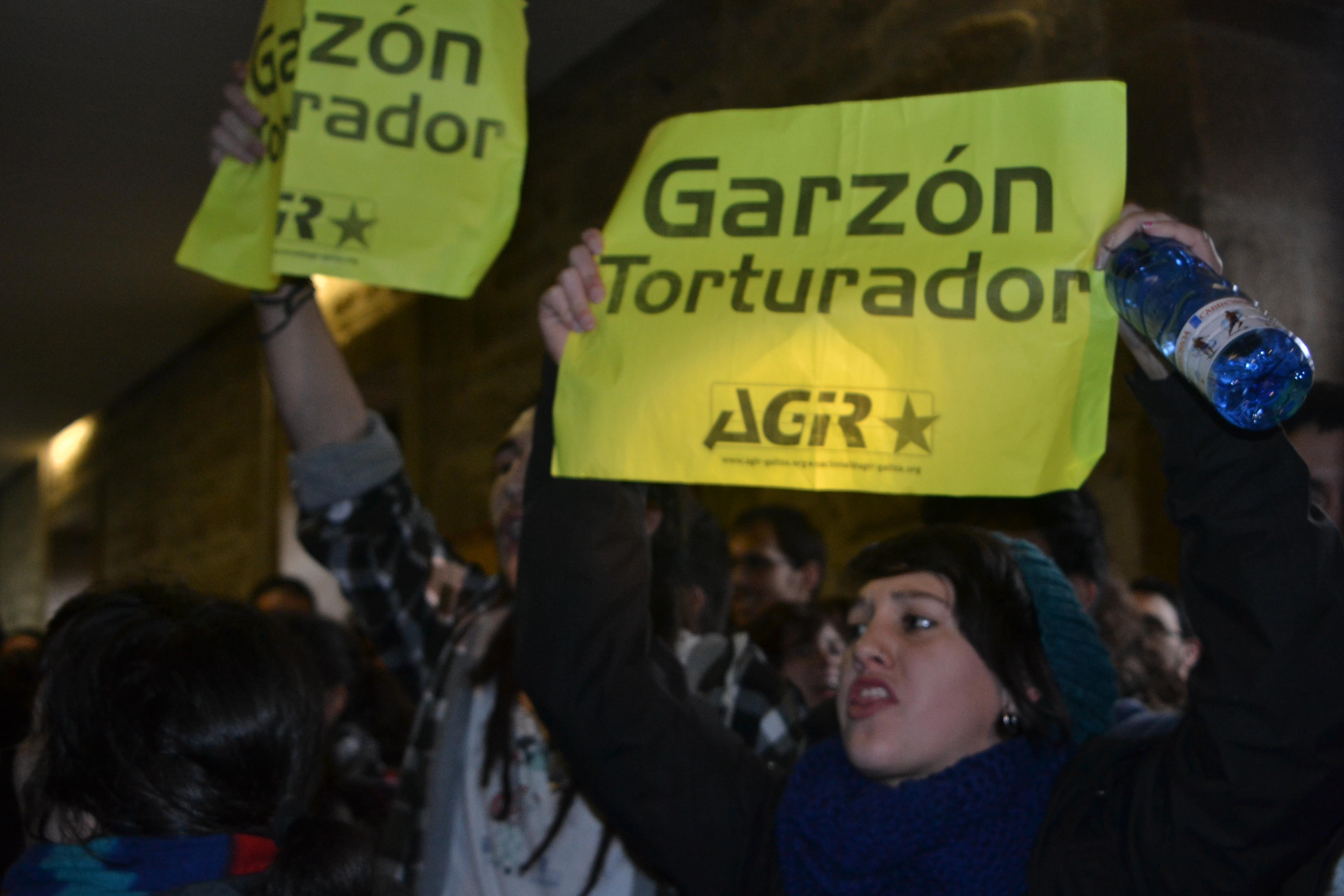 Las protestas continuaron en la Facultade de Historia | ©Paula Pérez Fraga