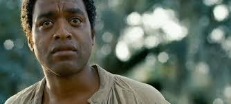 A caraza de Chiwetel devorando ó espectador. Vía bilbaoenvivo