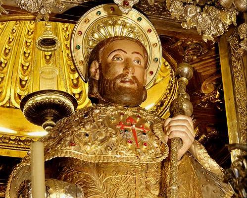 Imagen-del-abrazo-en-la-catedral-compostelana