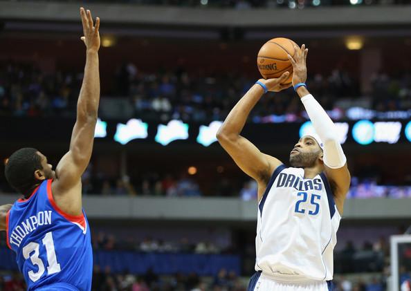 Hollis Thompson no llega a taponar un tiro de Vince Carter | Fuente: zimbio.com