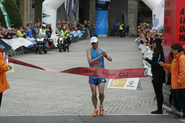 Llegada a meta del atleta internacional Rafa Iglesias | José Caamaño