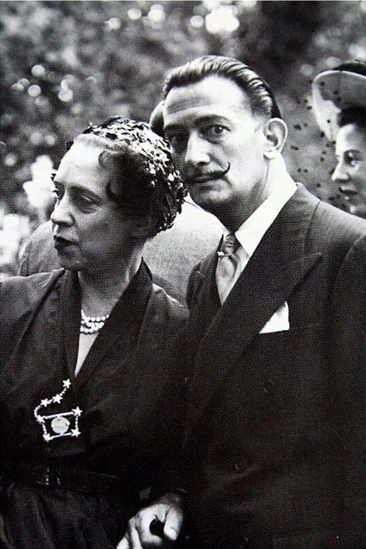 Elsa Schiaparelli con su amigo Salvador Dalí | blogspot.com