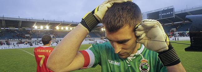 El fútbol en el campo, y el transistor pegado a la oreja -  ©El Diario Montañés