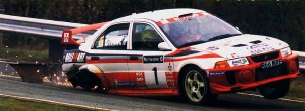 El Mitsubishi de Mäkinen sobre tres ruedas | Vía khrallyteam.com