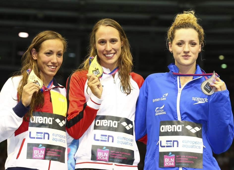 Jessica Vall (izquierda), al lado de Rikke Moller Pedersen y de Molly Renshaw | Fuente: Efe
