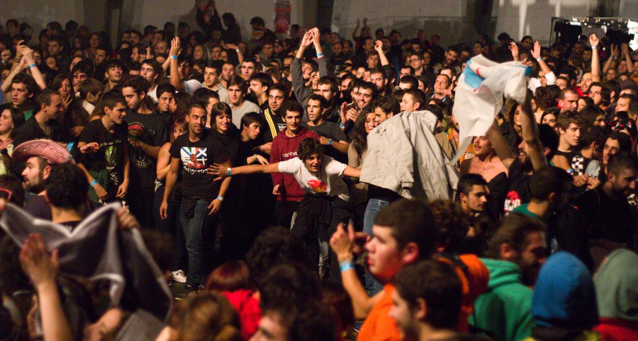 O público preparando un pogo | BY-NC-SA 2.0 Miguel Grandío