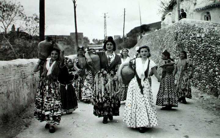 Primeros trajes de flamenca, utilizados por las campesinas | © La Voz Digital