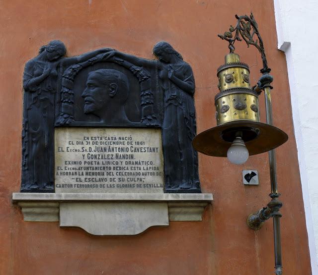 Placa que recuerda a Cavestany | © Sevilla Daily Photo
