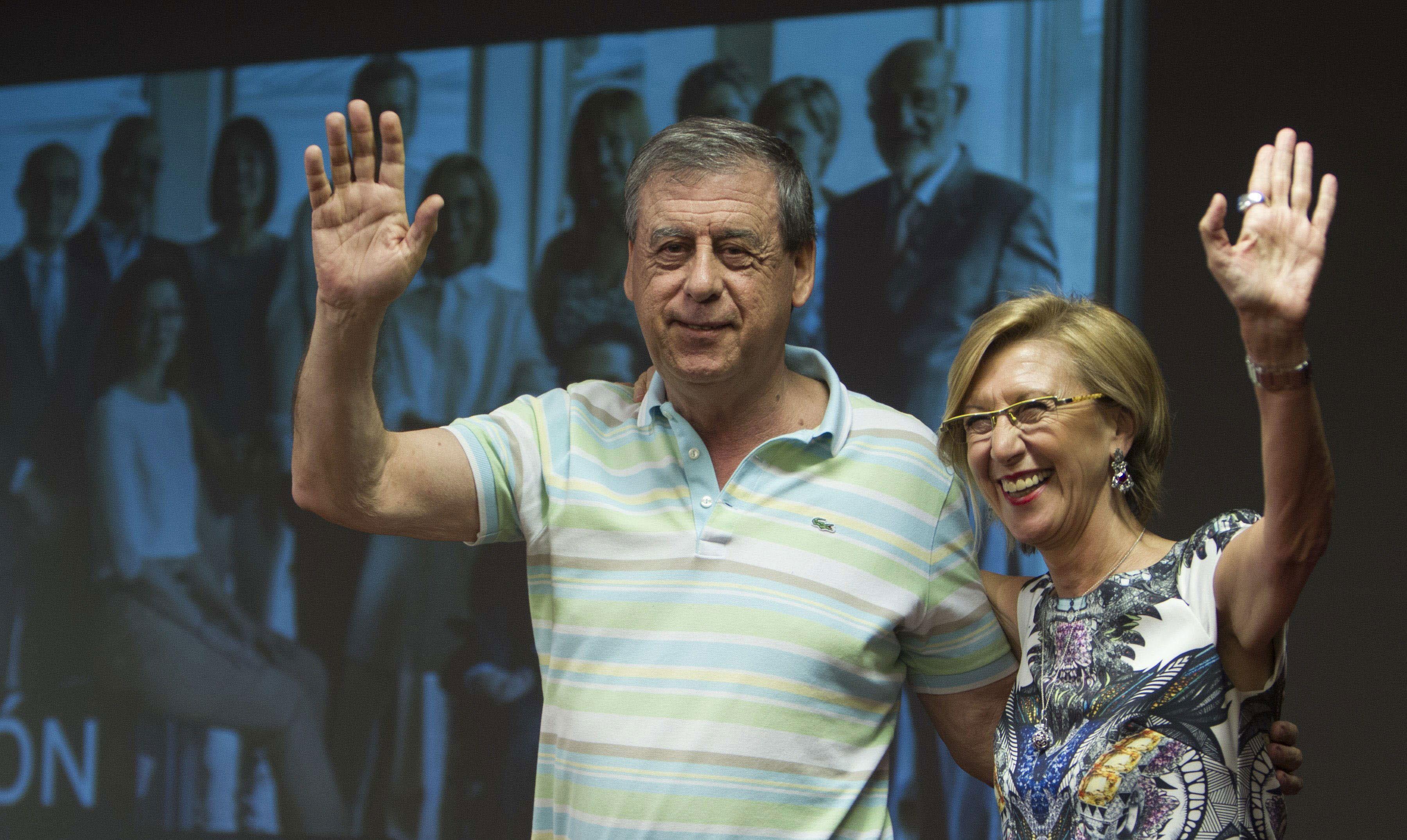 Rosa Díez haciendo campaña para las Elecciones Europeas antes de que Ciudadanos se interpusiese entre los dos | Foto: EFE