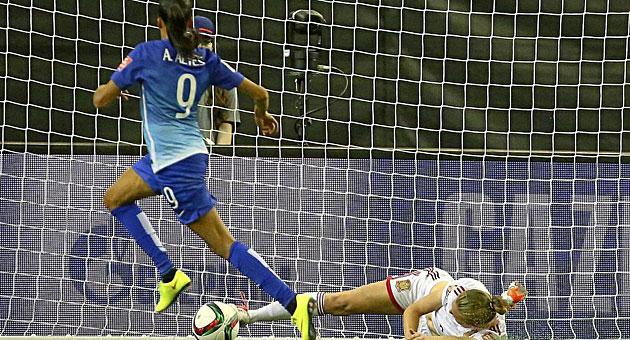 Andrea Alves marca el gol que derrotó a España este sábado en su segundo partido del Mundial - @Marca