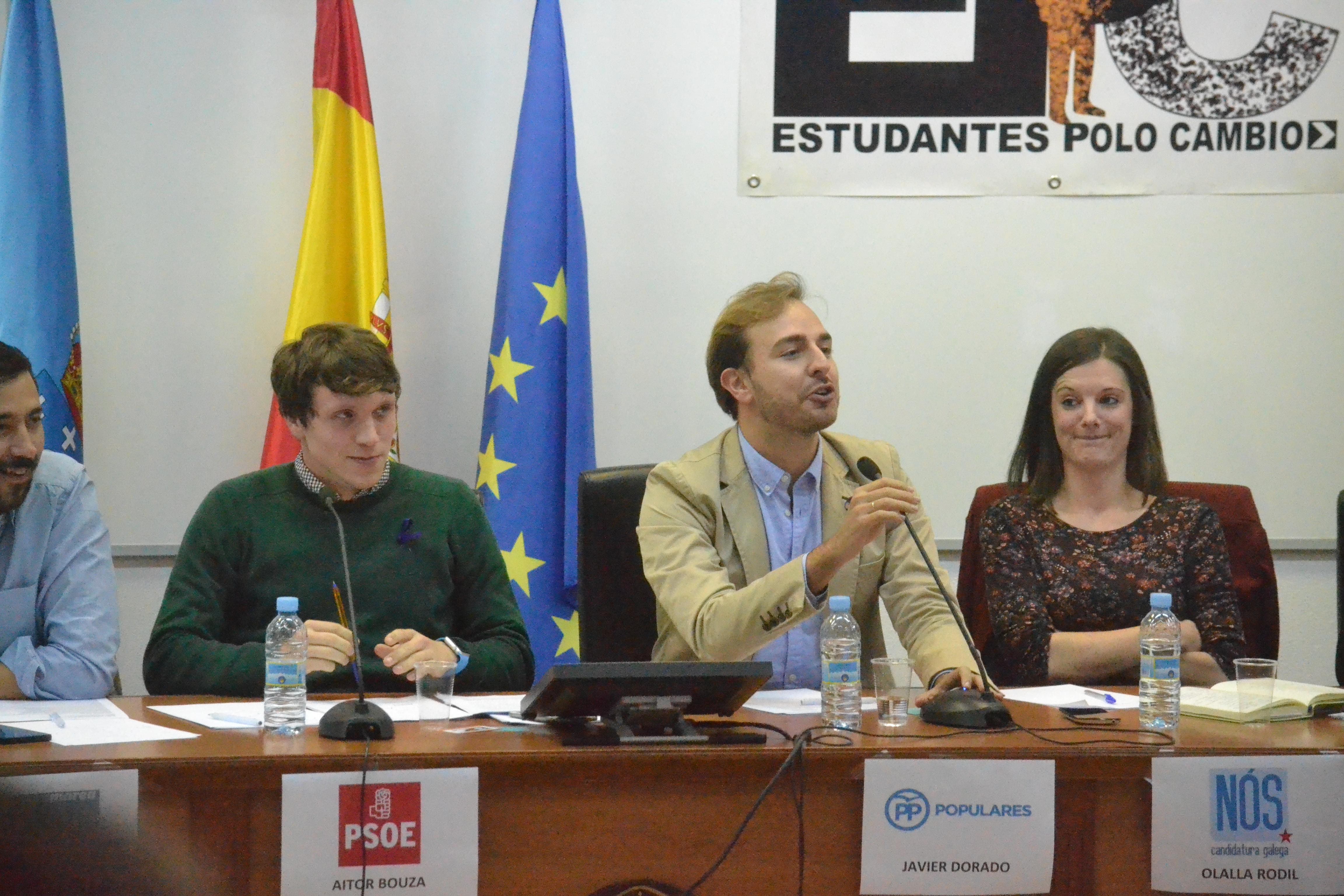 Javier Dorado (PP) respondendo ás preguntas dos asistentes ao debate © Carlos Rey