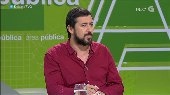 Gómez-Reinoe e o seu bolígrafo, o máis comentado nas redes | ©TVG (@TVGalicia)