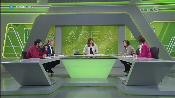 Antón Gómez-Reino, Xosé Manuel Barreiro, Pilar Barreiro e Carme Aldán sentados á mesa | ©TVG (@TVGalicia)