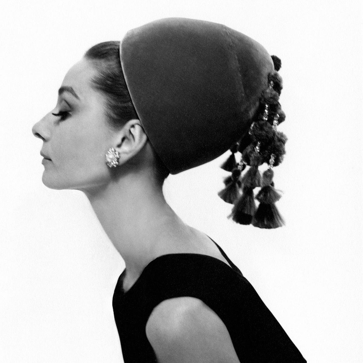Audrey Hepburn, icono de la moda y musa del cine | © Vogue