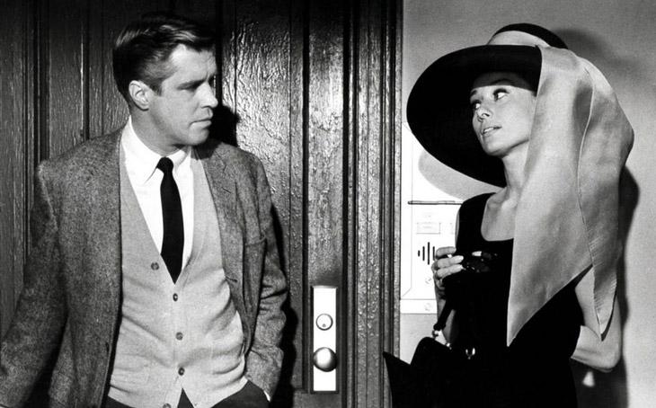 Audrey Hepburn y George Peppard interpretando a Holly Golightly y Paul Varjak en Desayuno con diamantes | © strongdesign.com