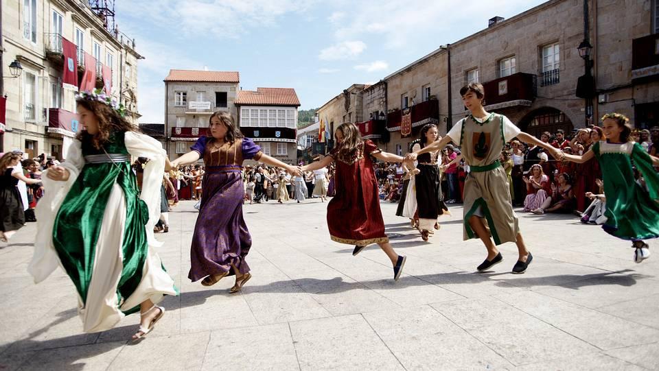 Baile medieval en la Plaza Maior, en 2014 Santi M. Amil (lavozdegalicia.es)
