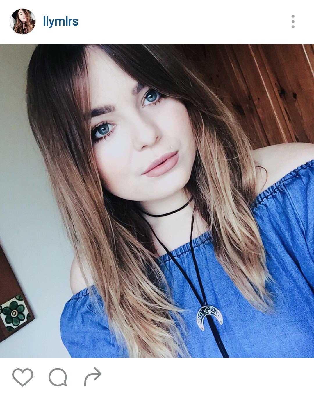 La youtuber británica Lily Melrose luce uno de estos collares con un adorno plateado   vía @lilymelrose