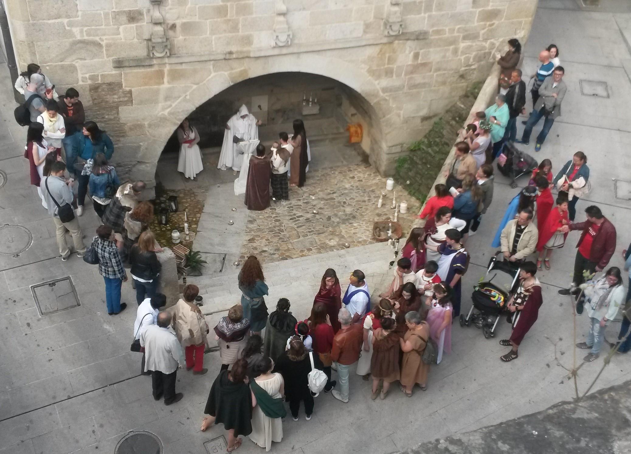 Celebración de los bautizos celtas en Porta Miñá |©Paula Martínez Graña
