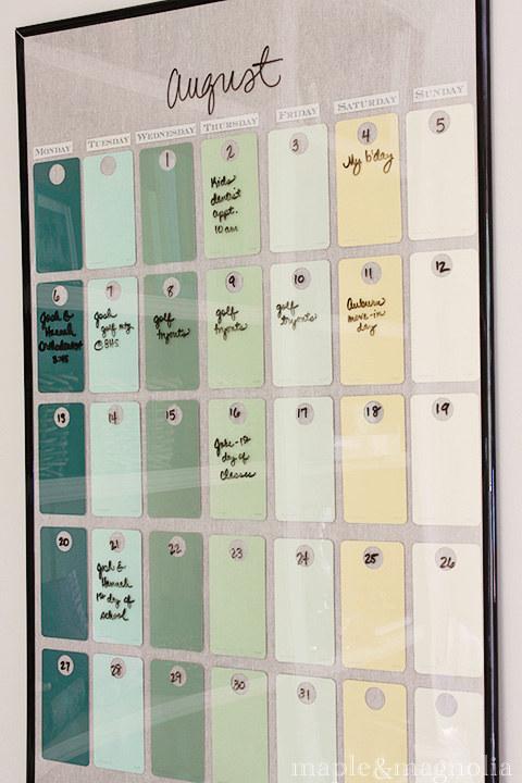 Calendario DIY reutilizable hecho con un marco © buzzfeed.com